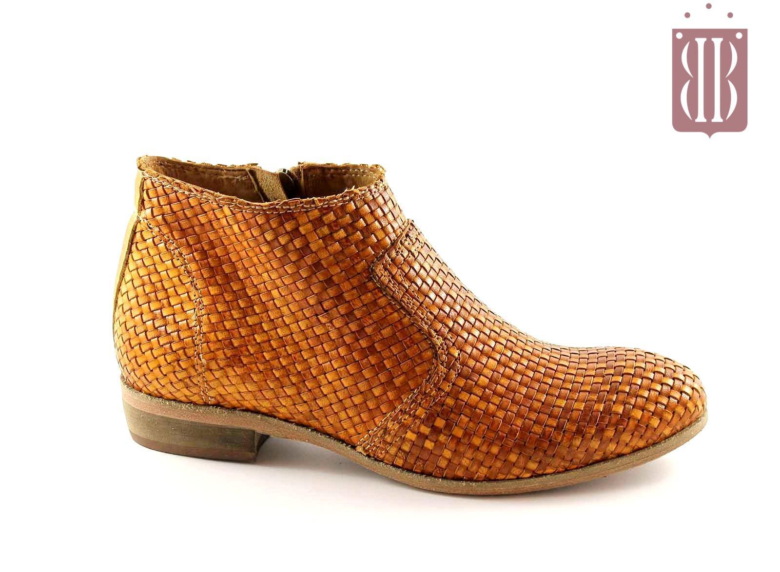 8a96de71f2b16e JHON GRACE E011 ocra scarpe donna stivaletto intreccio zip